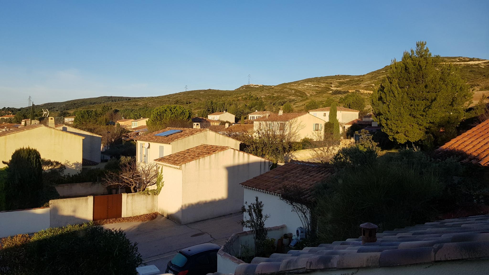 Vente tres belle villa de 110 m sur 473 m de jardin clos for Piscine b24